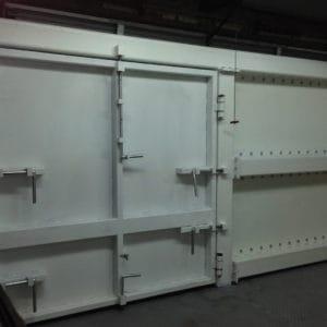 薬品倉庫で車両の激突や盗難から守る超強力ゲート