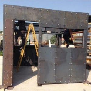 対象ユニットの正確なサイズに向けて工場で製作される鋼鉄性製要塞化