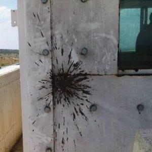 0.5インチ弾の直接被弾 –ポストに損傷なし