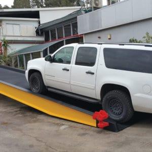 海外クライアントに提供された車両用ワイド傾斜台